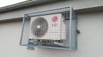 Pevná mříž na klimatizační jednotce